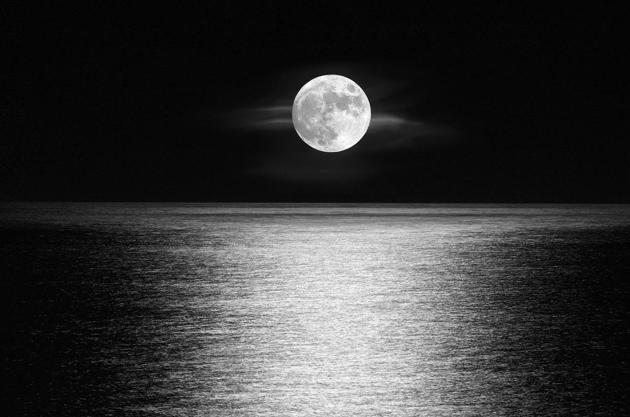 moon-3232487_1280
